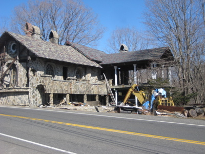 crazy-stone-house-woodbury.jpg